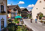 Deutschland, Bayern, Chiemgau, Samerberg-Toerwang: Dorfplatz mit Gasthof zur Post | Germany, Bavaria, Chiemgau, Samerberg-Toerwang: village centre square with Inn Gasthof zur Post