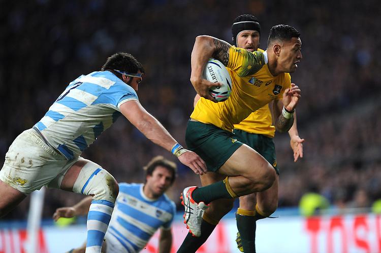 Israel Folau of Australia accelerates past Ramiro Herrera of Argentina during the Semi Final of the Rugby World Cup 2015 between Argentina and Australia - 25/10/2015 - Twickenham Stadium, London<br /> Mandatory Credit: Rob Munro/Stewart Communications