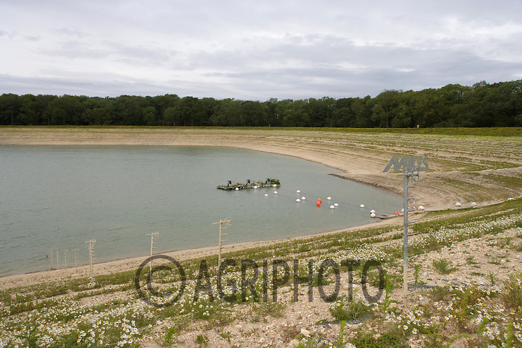 A Suffolk farm has reduced its irrigated crop area by 20% due to it's reservoir being half full. Euston Estate has cut its carrot,onion & potato planting by 200 acres due to the drought. Andrew Blenkiron estate director said it would cost £70,000 to £80,000 in lost profits..Picture by Tim Scrivener date taken 29th Feb 2012.mobile 07850 303986 e-mail tim@agriphoto.com.....covering agriculture in The United Kingdom....