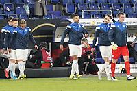 Victor Palsson (Island Iceland) und seine Teamkollegen betreten den Platz - 25.03.2021: WM-Qualifikationsspiel Deutschland gegen Island, Schauinsland Arena Duisburg