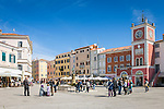 Croatia, Istria, Rovinj - Perl of Istria: fountain and clock tower at square 'Trg Marsala Tita' (Marshal Tito Square) | Kroatien, Istrien, Rovinj - die Perle Istriens: Brunnen und Uhrturm auf dem Platz 'Trg Marsala Tita' (Marschall Tito Platz)