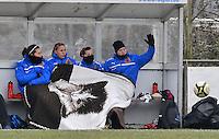 Club Brugge Dames - OHL Oud Heverlee Leuven : de Brugse bank met Charlotte Laridon , Nina Vindevoghel , Lita Pousseele en Kim Dossche onder het deken.foto DAVID CATRY / Vrouwenteam.be