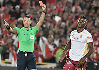 BOGOTÁ -COLOMBIA, 18-12-2016.  Wilmar Roldan, referee, shows the red card to Sergio Mosquera player of Tolima during the final second leg match between Independiente Santa Fe and Deportes Tolima of the Liga Aguila II 2016 played at the Nemesio Camacho El Campin Stadium in Bogota city. Photo: VizzorImage/ Gabriel Aponte / Staff