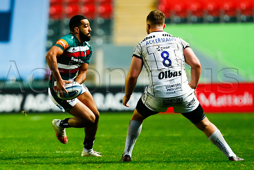 21st November 2020; Welford Road Stadium, Leicester, Midlands, England; Premiership Rugby, Leicester Tigers versus Gloucester Rugby; Zack Henry of Leicester Tigers looks to lay off the ball