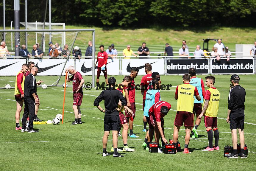 Besprechung im Training - 16.05.2017: Eintracht Frankfurt Training, Commerzbank Arena