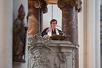 Mulitreligioeser CDS-Gottesdienst in der Berliner St. Marienkirche.<br /> Am Vorabend des Christopher Street Day veranstaltete der Evangelische Kirchenkreis Berlin Stadtmitte in der St. Marienkirche einen multireligioesen Gottesdienst. Daran nahmen christliche, moslemische und juedische Geistliche teil und sprachen zu aktuellen Themen wie Ehe fuer alle und Verfolgung von Minderheiten und LGBT in anderen Laendern. Ein besonderer Dank richtete sich an den Bundestagsabgeordneten Volker Beck fuer sein Jahrzehnte langes Engagement fuer eine Ehe fuer alle.<br /> Zum Abschluss des Gottesdienst wurde der ein muslimischer, ein juedischer und ein christlicher Segen fuer den CSD ausgesprochen.<br /> Im Bild: Sharon Kleinbaum, Rabbinerin der Synagogengemeinde Beit Simchat Torah in New York. Sie ist eine der bekanntesten Rabbinierinnen in den USA und setzt sich seit vielen Jarhzehnten fuer die gleichgeschlechtliche Ehe und die Rechte von LGBTs ein.<br /> 21.7.2017, Berlin<br /> Copyright: Christian-Ditsch.de<br /> [Inhaltsveraendernde Manipulation des Fotos nur nach ausdruecklicher Genehmigung des Fotografen. Vereinbarungen ueber Abtretung von Persoenlichkeitsrechten/Model Release der abgebildeten Person/Personen liegen nicht vor. NO MODEL RELEASE! Nur fuer Redaktionelle Zwecke. Don't publish without copyright Christian-Ditsch.de, Veroeffentlichung nur mit Fotografennennung, sowie gegen Honorar, MwSt. und Beleg. Konto: I N G - D i B a, IBAN DE58500105175400192269, BIC INGDDEFFXXX, Kontakt: post@christian-ditsch.de<br /> Bei der Bearbeitung der Dateiinformationen darf die Urheberkennzeichnung in den EXIF- und  IPTC-Daten nicht entfernt werden, diese sind in digitalen Medien nach §95c UrhG rechtlich geschuetzt. Der Urhebervermerk wird gemaess §13 UrhG verlangt.]