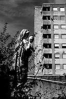 Milano, case popolari al quartiere Salomone (La Trecca), periferia est. La statua di una Madonna con Gesù Bambino nella parrocchia di San Galdino --- Milan, public housing at Salomone district (La Trecca), east periphery. The statue of a Madonna with Baby Jesus at the church San Galdino