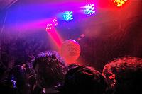 Milano, MIAMI ancora 2008, festival di musica italiana indipendente al Leoncavallo. Un palloncino rosso con la scritta baciami stupido subito --- Milan, MIAMI ancora 2008, italian independent music festival at Leoncavallo social centre. Kiss me stupid straightaway written on a red balloon