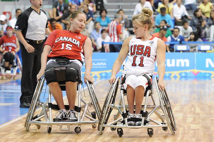 Tara Feser, Guadalajara 2011 - Wheelchair Basketball // Basketball en fauteuil roulant.<br /> Team Canada takes on Team USA in the Gold Medal Game // Équipe Canada affronte Équipe États-Unis dans le match pour la médaille d'or. 11/18/2011.