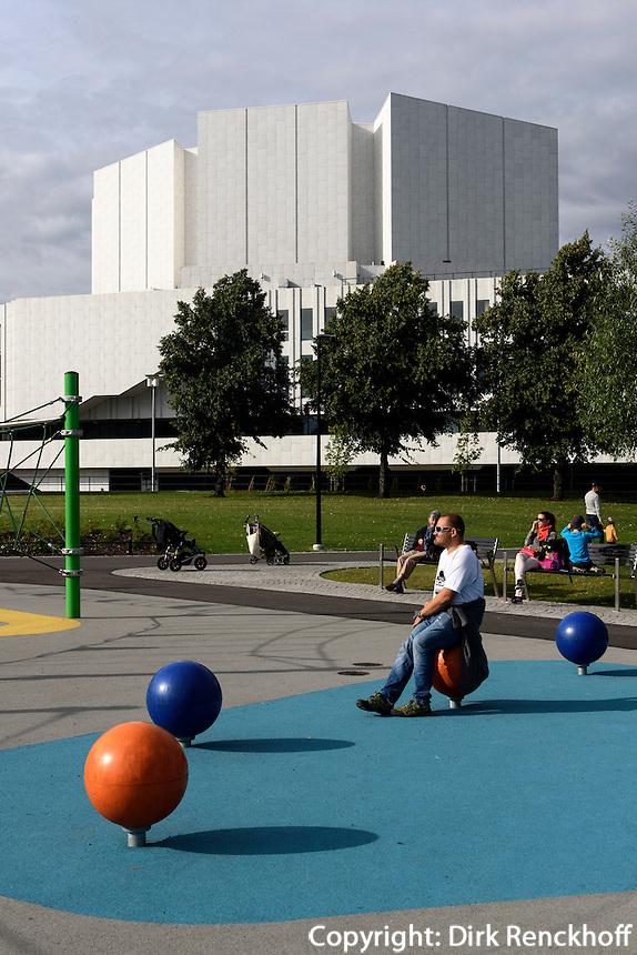 Spielplatz vor Finlandia-Halle in Helsinki, Finnland