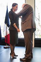 LE GENERAL SIR PETER COSGROVE, GOUVERNEUR GENERAL DíAUSTRALIE, TINA ARENA - VERNISSAGE DE LíEXPOSITION 'LíåIL ET LA MAIN' A L'AMBASSADE D'AUSTRALIE