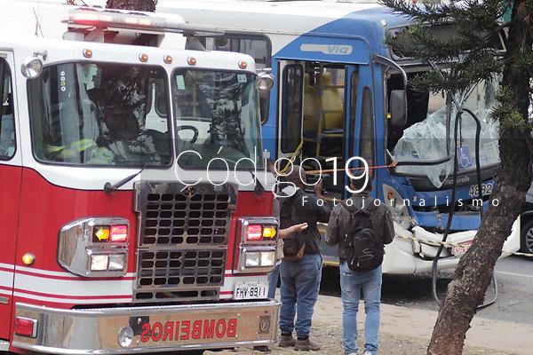 Campinas (SP), 12/08/2021 - Acidente - Um acidente entre dois ônibus do transporte coletivo de Campinas deixou 23 pessoas feridas na manhã desta quinta-feira (12). O acidente aconteceu na Avenida Prestes Maia, no Centro. Entre as vítimas estão passageiros dos ônibus.