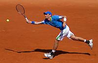 23-05-11, Tennis, France, Paris, Roland Garros, Hij doet zijn uiterste best maar Thiemo de Bakker komt er tegen Djokovic niet aan te pas