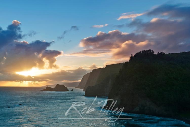 USA, HI, Pololu Valley Sunrise