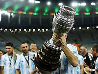 10th July 2021, Estádio do Maracanã, Rio de Janeiro, Brazil. Copa America tournament final, Argentina versus Brazil;  Argentina players hold up the cup after their win