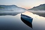 Ireland, County Kerry, near Killarney, Killarney National Park: Upper Lake with rowing boat in morning mist | Irland, County Kerry, bei Killarney, Killarney National Park: Morgenstimmung am Upper Lake