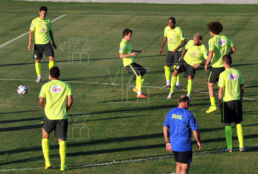 FORTALEZA- BRASIL -04-07-2014. La seleccion  de futbol de Brasil entrena en el estadio de Fortaleza antes de su encuentro con Colombia.  Copa Mundial de la FIFA Brasil 2014./  The Brazilian soccer team trains in Fortaleza Stadium before meeting with Colombia. FIFA World Cup Brazil 2014. Photo: VizzorImage / Alfredo Gutierrez / Contribuidor