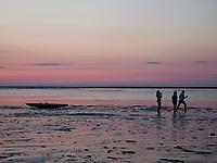 USA, Neuengland, Sonnenuntergang in der Cape Cod Bay, 26.08.2010<br /> <br /> <br /> Engl.: USA, New England, Cape Cod Bay, sunset, beach, sea, Atlantic, coast, water, people, 26 August 2010