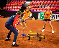 The Hague, The Netherlands, Februari 4, 2020,  Sportcampus , FedCup  Netherlands - Balarus, Dutch team practise, playing spike ball, ltr: Captain Paul Haarhuis,  Arantxa Rus and Kiki Bertens,<br /> Photo: Tennisimages/Henk Koster