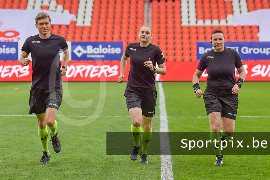 assistant referee Alexandre Minnoy , referee Viki De Cremer , assistant referee Ella De Vries pictured before a female soccer game between Standard Femina de Liege and AA Gent Ladies on the 6th matchday in play off 1 of the 2020 - 2021 season of Belgian Scooore Womens Super League , tuesday 11 th of May 2021  in Liege , Belgium . PHOTO SPORTPIX.BE | SPP | STIJN AUDOOREN