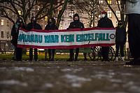 Gedenken am 19. Januar 2021 in Berlin-Kreuzberg an die Opfer des rassistischen Anschlag in Hanau am 19. Februar 2020 in der hessischen Stadt Hanau.<br /> Bei dem Anschlag elf Monate zuvor ermordete der 43-jaehrige Rechtsextremist Tobias R. insgesamt zehn Menschen vor und in mehreren Shisha-Bars. Anschliessend erschoss er in seiner elterlichen Wohnung seine Mutter und dann sich selber.<br /> Die Gedenkveranstaltung fand am Mahnmal fuer die Opfer von Rassismus und Polizeigewalt auf dem Oranienplatz statt.<br /> 19.1.2021, Berlin<br /> Copyright: Christian-Ditsch.de