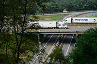 USA, Virginia, Waynesboro, highway and bridge at Shenandoah National Park