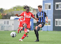 Fon Welma (2) of Standard  pictured fighting for the ball with Isabelle Iliano (18) of Club Brugge during a female soccer game between Club Brugge Dames YLA and Standard Femine de Liege on the seventh matchday in Play-Off 1 of the 2020 - 2021 season of Belgian Scooore Womens Super League , saturday 15 May 2021  in Brugge , Belgium . PHOTO SPORTPIX.BE | SPP | DAVID CATRY