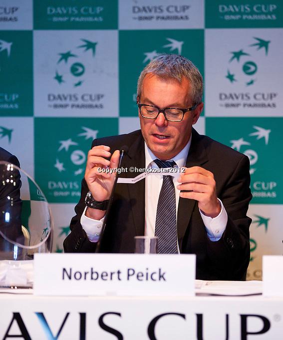 13-09-12, Netherlands, Amsterdam, Tennis, Daviscup Netherlands-Swiss,  Draw, ,Norbert Peick performs the draw.