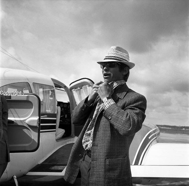 Arrivée d'El Cordobés à ll aeroport   Blagnac (mai 1966)