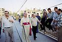 Irak 2002<br /> Mgr Petros Harbol dans les rues de Dohok<br /> Iraq 2002<br /> Bishop Petros Harbol inthe street of Dohuk