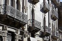 Hausfassade in Caltagirone, Sizilien, Italien