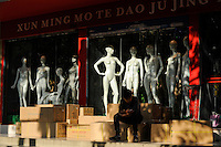 CHINA Province Guandong, Guangzhou , export and whole sale markets for textiles, shop for display dummy / CHINA , Provinz Guangdong , Metropole Guangzhou (Kanton) , Grossmaerkte fuer Textilien fuer den Export, Laden fuer Schaufensterpuppen