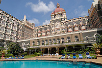 INDIA Mumbai , swimming pool of Five Star Hotel Taj Mahal of TATA Group / INDIEN, Mumbai, 5 Sterne Hotel Taj Mahal Hotel der zum TATA Konzern gehoerenden Taj Hotels Group , gebaut 1903 in Moorish Oriental and Florentine styles