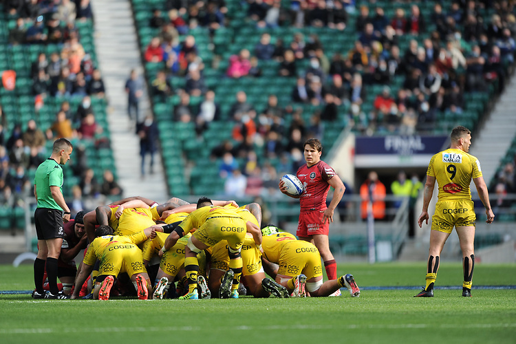 Antoine Dupont (c) of Toulouse prepares to put the ball in at a scrum during the Heineken Champions Cup Final match between La Rochelle and Toulouse at Twickenham Stadium on Saturday 22 May 2021 (Photo by Rob Munro/Stewart Communications)