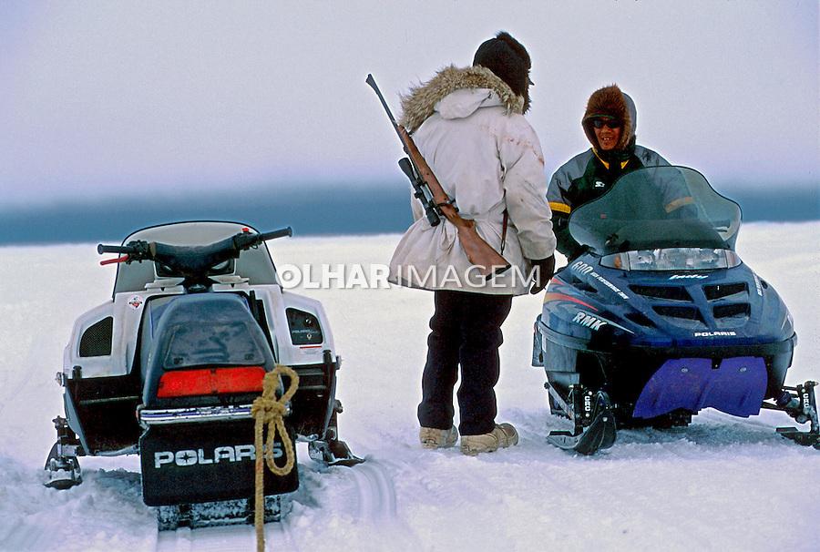 Máquina de transporte no gelo em Barrow. Alasca. 1999. Foto de Luciana Whitaker.