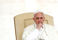 Papa Francesco tiene l'udienza generale del mercoledi' in Piazza San Pietro, Citta' del Vaticano, 9 ottobre 2013.<br /> Pope Francis looks on during his weekly general audience in St. Peter's Square at the Vatican, 9 October 2013.<br /> UPDATE IMAGES PRESS/Riccardo De Luca<br /> <br /> STRICTLY ONLY FOR EDITORIAL USE