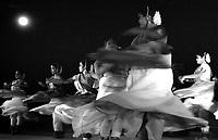 12.2003 Konark (Orissa)<br /> <br /> Traditional dance during the Konark festival.<br /> <br /> Danse traditionelle durant le festival de Konark.
