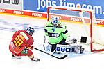 Eishockey DEL 37. Spieltag: Düsseldorfer EG vs <br /> ERC Ingolstadt am 07.04.2021 im ISS Dome in Düsseldorf<br /> <br /> Save von Ingolstadts Torhüter Michael Garteig (Nr.34) gegen Düsseldorfs Alexander Ehl (Nr.28)<br /> <br /> Foto © PIX-Sportfotos *** Foto ist honorarpflichtig! *** Auf Anfrage in hoeherer Qualitaet/Aufloesung. Belegexemplar erbeten. Veroeffentlichung ausschliesslich fuer journalistisch-publizistische Zwecke. For editorial use only.
