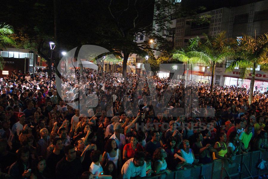 SÃO CAETANO DO SUL, SP, 23 DE DEZEMBRO 2009 - SHOW JORGE BEN JOR - A cidade de São Caetano do Sul no grande ABC, celebra seu natal na praça central com show do músico Jorge Ben Jor. FOTO: BRAZIL PHOTO PRESS