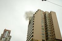 CURITBA, PR, 04.09.2013 – INCÊNDIO EM APARTAMENTO/ Fogo consome apartamento no 10 andar no centro de Curitiba na manhã desta quarta-feira (04), na rua Carlos de Carvalho. (Foto: Paulo Lisboa / Brazil Photo Press).