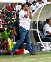 SANTA MARTA-COLOMBIA, 27-04-2019: Harold Rivera, técnico de Unión Magdalena, gesticula durante partido de la fecha 18 entre Unión Magdalena y el Independiente Santa Fe, por la Liga Águila I 2019, jugado en el estadio Sierra Nevada de la ciudad de Santa Marta. / Harold Rivera, coach of Union Magdalena gestures during a match of the 18th date between Union Magdalena and Independiente Santa Fe, for the Aguila Leguaje I 2019 played at the Sierra Nevada Stadium in Santa Marta city. / Photo: VizzorImage / Gustavo Pacheco / Cont.
