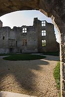 Europe/France/Aquitaine/24/Dordogne/Périgueux: Château Barrière  - Ce château porte le nom de la famille qui y vivait.?Donjon du 12ème siècle, porte d'honneur , c'est  tout ce qu'il reste de cet édifice détruit au cours des guerres de religion et jamais reconstruit.