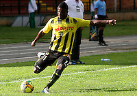 FLORIDABLANCA -COLOMBIA, 02-11-2014.  Dairon Asprilla jugador de Alianza Petrolera en acción durane partido con Deportes Tolima  por la fecha 17 de la Liga Postobon II 2014 disputado en el estadio Alvaro Gómez Hurtado de la ciudad de Floridablanca./ Dairon Asprilla player of Alianza Petrolera in action durong the match against Deportes Tolima for the 17th date of the Postobon League II 2014 played at Alvaro Gomez Hurtado stadium in Floridablanca city Photo:VizzorImage / Duncan Bustamante / STR