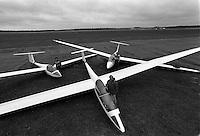 Pix:Michael Steele/SWpix...Gliding. Gliders, Hampshire, 1988...COPYRIGHT PICTURE>>SIMON WILKINSON..Gliders, Hampshire, 1988.
