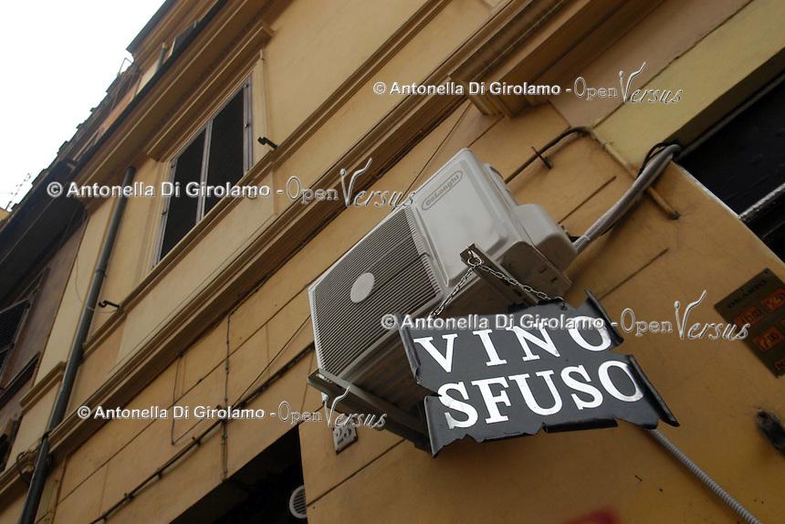 Cibi e bevande. Food and beverages..Vendita di vino sfuso..Sale of bulk wine.....