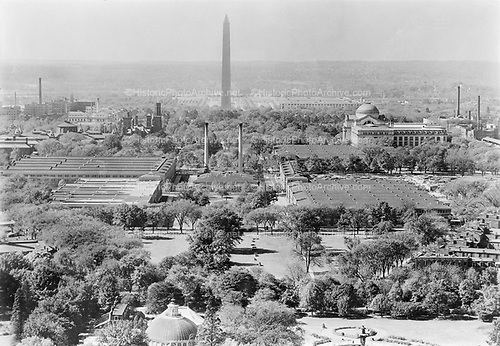 0303-07 The Mall looking west, Washington DC.  Museum of Natural History on right.  Washington Monument and Lincoln Memorial in distance. Washington DC