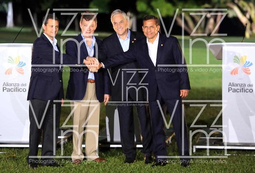 CALI -COLOMBIA-23-05-2013. Juan Manuel santo Presidente de Colombia, clausuró la VII Cumbre de la Alianza del Pacífico, en la ciudad de Cali, en el departamento del Valle del Cauca, Colombia, mayo 23 de 2013. La Alianza del Pacífico es un mecanismo de integración creado formalmente en 2012 para propiciar el libre flujo de bienes, inversiones y personas entre sus socios, Colombia, México, Chile y Perú para la búsqueda conjunta de mercados, especialmente en la zona Asia-Pacífico. (Foto: VizzorImage / Juan C Quintero / Str). Juan Manuel Santos, President of Colombia, closed the VII Summit of the Pacific Alliance, in Cali, department of Valle del Cauca, Colombia, May 23, 2013. Pacific Alliance is an integration mechanism formally established in 2012 to promote the free flow of goods, investments and people between its partners, Colombia, Mexico, Chile and Peru to the joint search for markets, especially in Asia-Pacific..  Photo: VizzorImage/Juan C. Quintero/STR