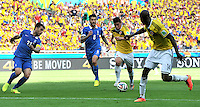 BELO HORIZONTE - BRASIL -14-06-2014. James Rodriguez (Centro Der) jugador de Colombia (COL) disputa un balón con Panagiotis Kone (C) y Konstantinos Katsouranis (Izq) jugador de Grecia (GRC) durante partido del Grupo C de la Copa Mundial de la FIFA Brasil 2014 jugado en el estadio Mineirao de Belo Horizonte./ Pablo Armero (Center R) player of Colombia (COL) fights the ball with Panagiotis Kone (C) and Konstantinos Katsouranis (L) player of Grece (GRC) during the macth of the Group C of the 2014 FIFA World Cup Brazil played at Mineirao stadium in Belo Horizonte. Photo: VizzorImage / Alfredo Gutiérrez / Contribuidor