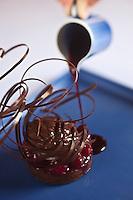 Europe/Monaco/Monte Carlo: Tarte choco/framboise, sorbet au chocolat fort et jus de fruits rouges. recette d' Alain Ducasse - restaurant: Louis XV à l'Hôtel de Paris