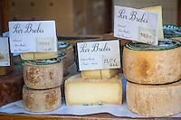 France, Aquitaine, Pyrénées-Atlantiques, Pays Basque, Saint-Jean-de-Luz, le marché , tomes de Brebis  Ardi-Gasna //  France, Pyrenees Atlantiques, Basque Country, Saint Jean de Luz, the market , Ewe cheese Ardi-Gasna
